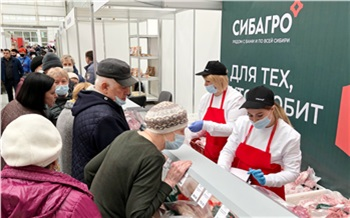 «Здесь дешевле, чем на рынке»: свинокомплекс «Сибагро» представил свою продукцию на продовольственной ярмарке в Красноярске