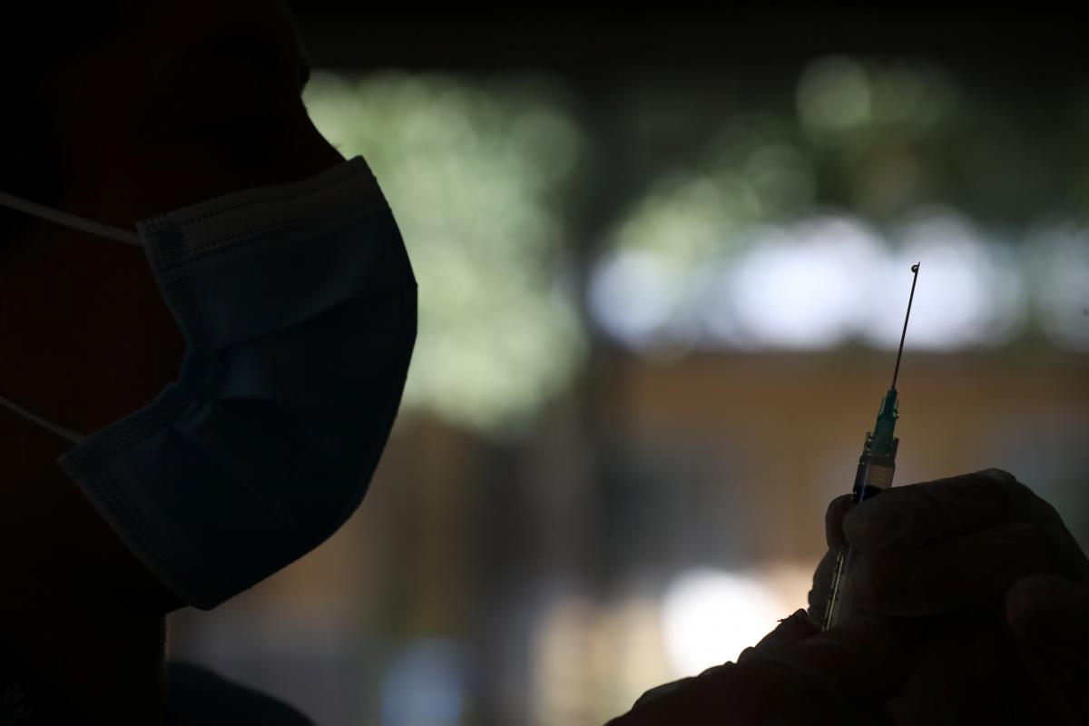В США расследуют смерть мужчины после вакцины от коронавируса