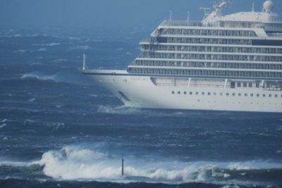 На волоске от смерти: Лайнер Viking Sky терпит бедствие из-за полного отказа двигателей