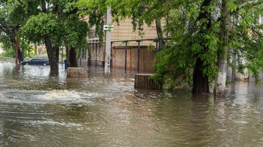 Как доплыть до следующей остановки? Регионы России спасаются от потопов