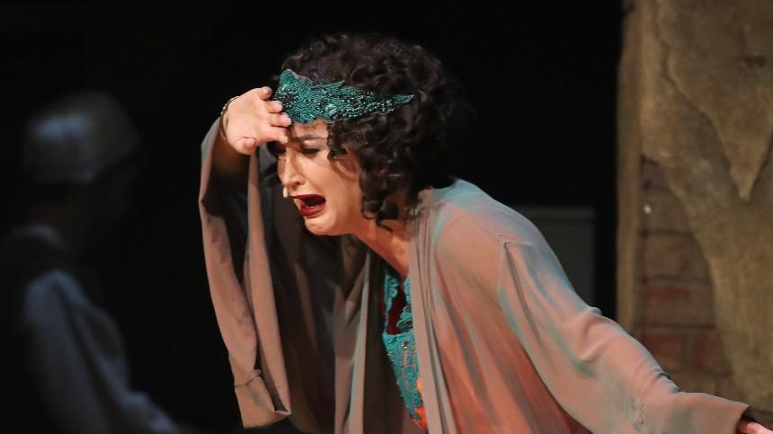 «Театр умер»: что звезды кино и театра думают о приглашении Бузовой в МХАТ?