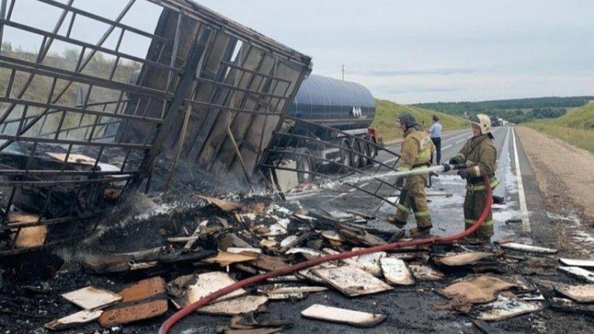 Водитель заживо сгорел после ДТП с тремя фурами под Нижним Новгородом