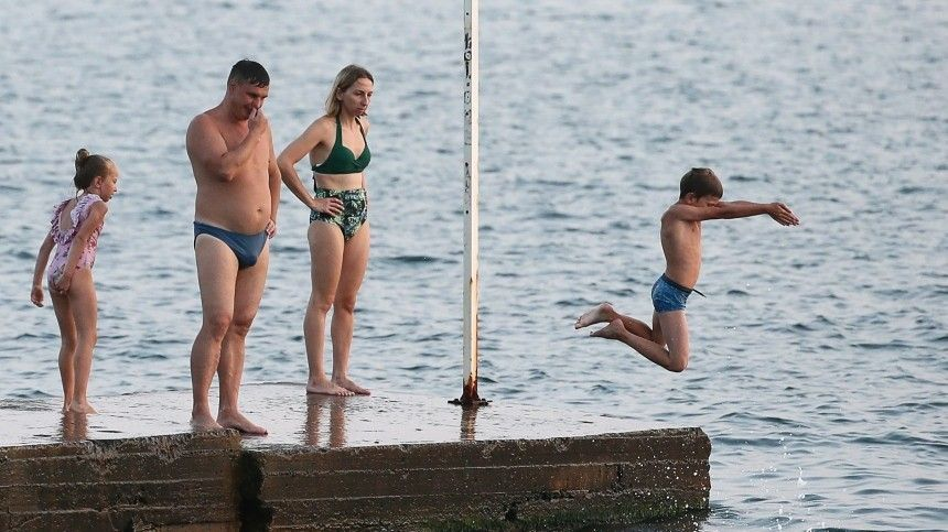 В Сочи неожиданно продлили купальный сезон