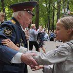 Посетители брянского парка имени Толстого станцевали «Серебряный вальс»