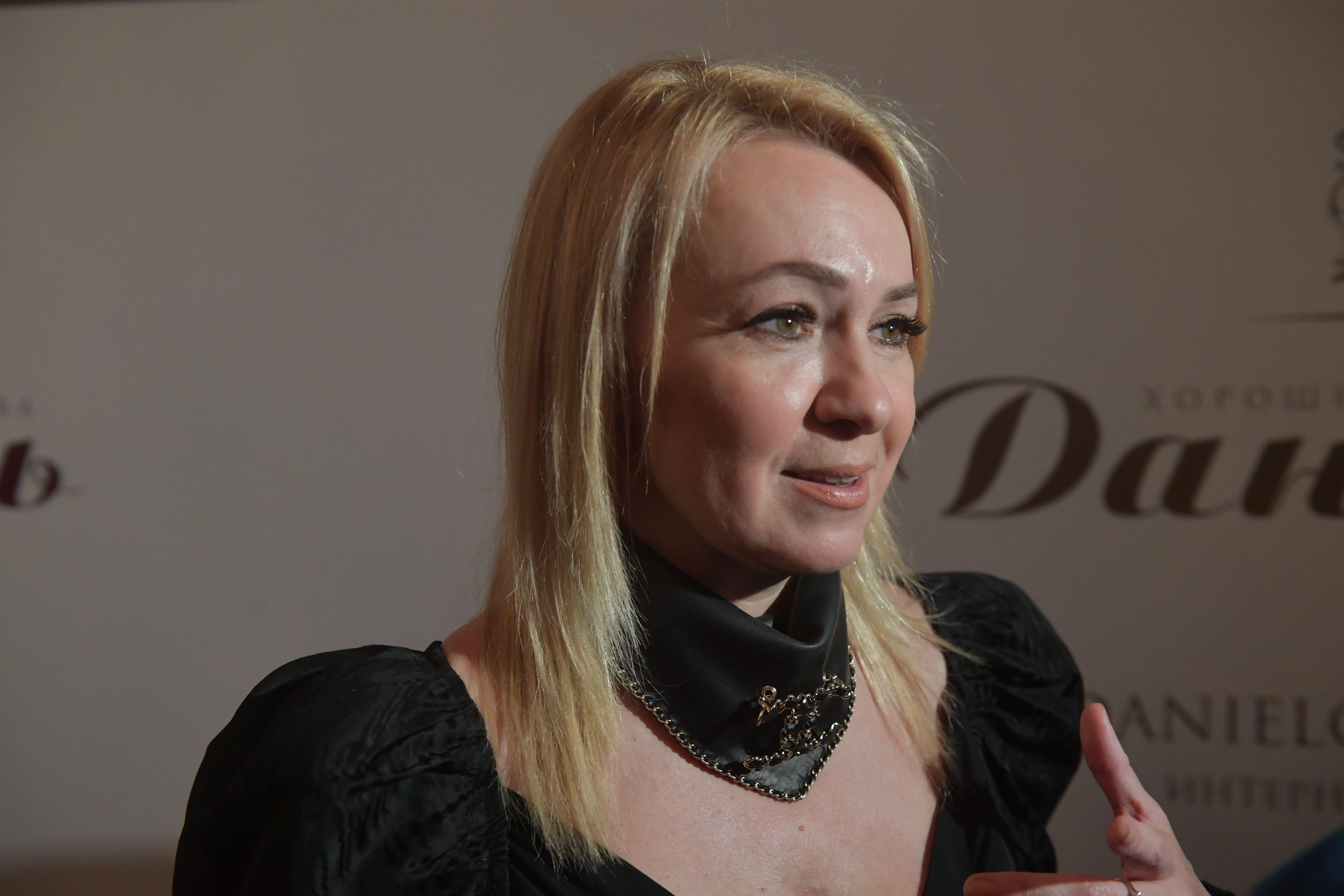 'Нас и тут неплохо кормят'. Жена Плющенко ответила на вопрос о переезде в другую страну