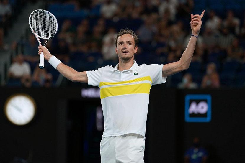 Медведев одержал первую победу на Олимпийских играх в Токио