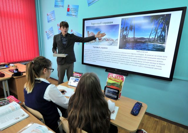 Почему в эпоху интернета у учителей всё больше бумажной работы?