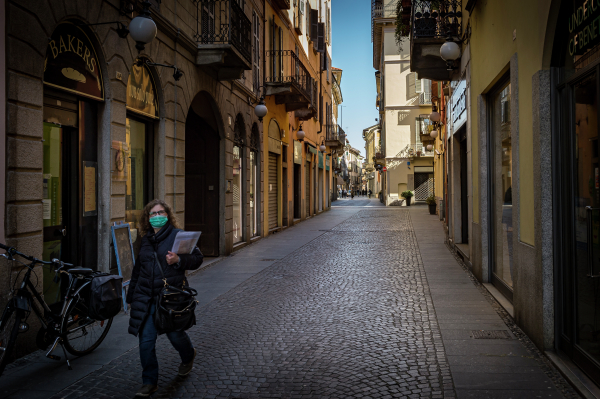 Власти Италии до конца года продлили режим ЧС из-за коронавируса