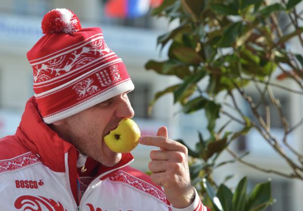 «Не надо подхомячивать!» Диетолог посоветовала россиянам есть косточки от яблок осенью