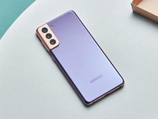 Samsung представил трио флагманских смартфонов
