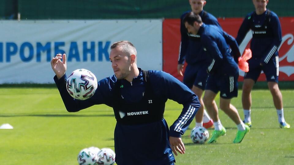 Сборной России по футболу посоветовали найти духовника