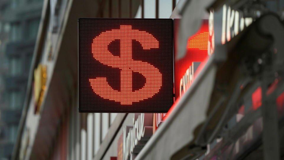 Курс доллара снизился до минимума с июля 2020 года