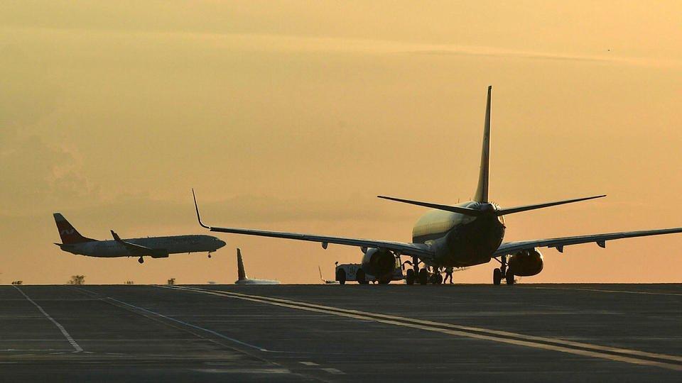 Эксперт: Расширение авиасообщения может привести к росту COVID в РФ
