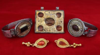 Археологи нашли коллекцию украшений III века на раскопках в Крыму