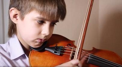 Замечательный сосед: в Челябинске на девятилетнего музыканта пожаловались в полицию