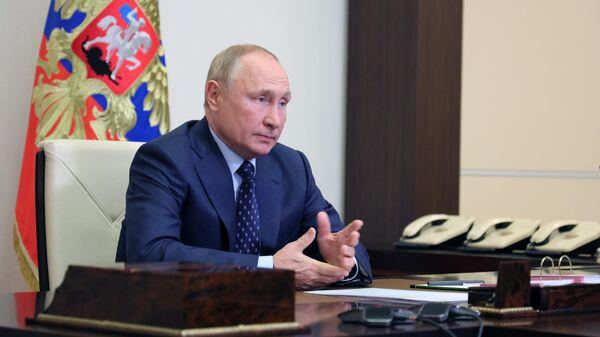 Путин рассказал, что Россию устраивают расчеты в долларах за энергоресурсы