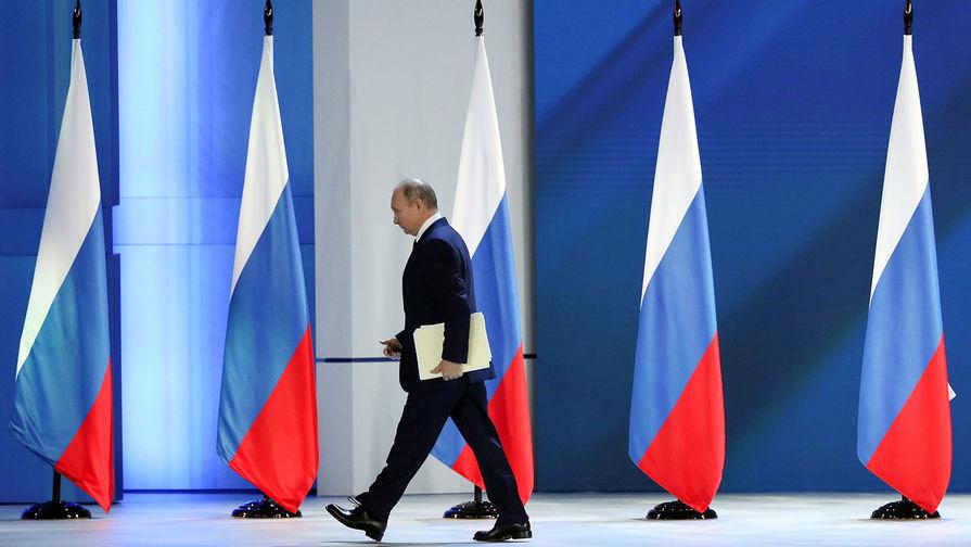 Путин поручил выплатить семьям по 10 тысяч рублей на школьника