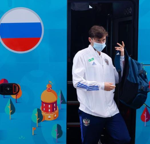 Сборная России приехала в Санкт-Петербург на матчи Евро