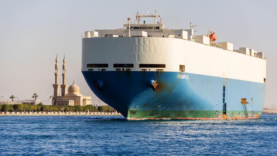 В Суэцком канале сел на мель еще один танкер