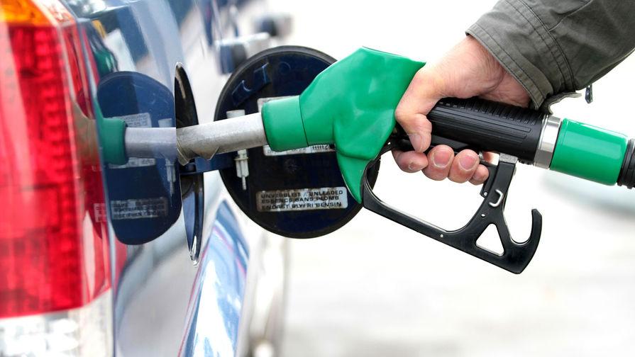 Эксперт рассказал, может ли цена бензина опуститься до 20 рублей за литр