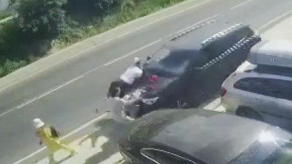 Под Анапой автомобиль сбил шестерых пешеходов