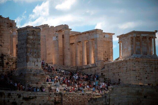 Власти Греции утвердили проект реконструкции лестницы, ведущей к пропилеям афинского Акрополя. Из-за этого проекта разругались десятки археологов — и вот почему