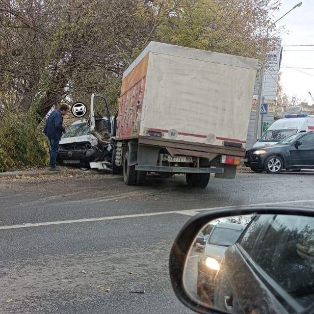 «Мужчина весь в крови»: в Пензе на улице Ново-Тамбовской произошла жесткая авария