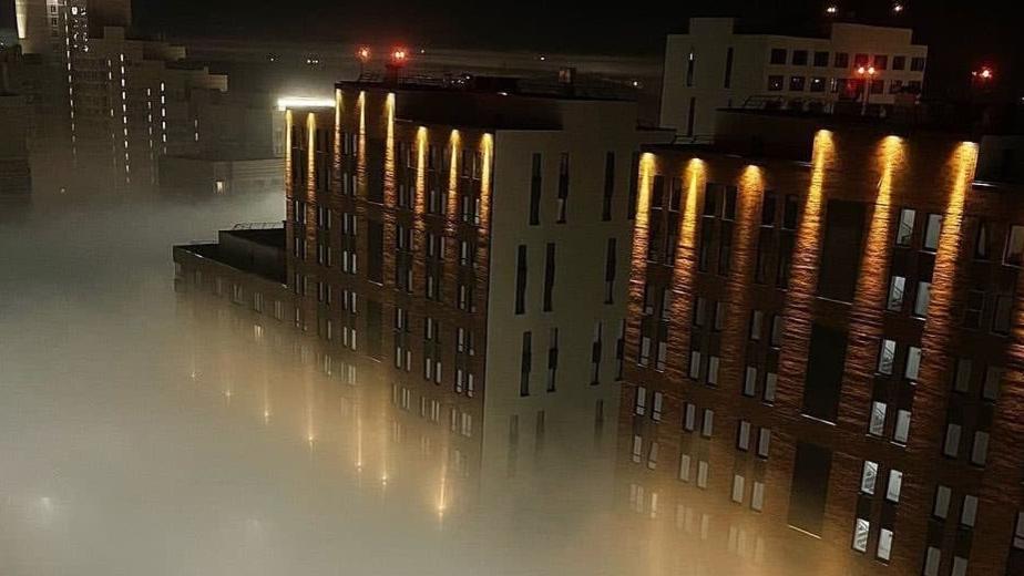 Как выглядит Екатеринбург, который утонул в белом смоге. Видео