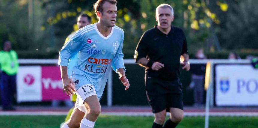 Президент Франции Макрон забил с пенальти в благотворительном матче. Венгер тоже играл