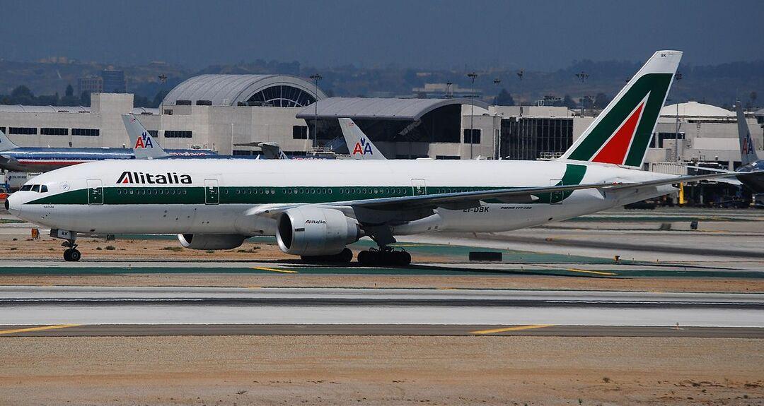 Закрылась крупнейшая авиакомпания Италии