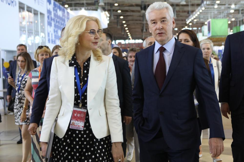 'Голикову и Собянина на выход': россияне возмущены новым заявлением вице-премьера о вакцинации