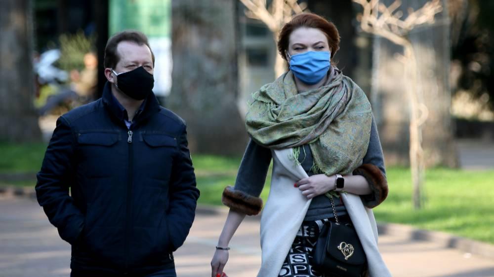 Инфекционист рассказал, как дождь мог повлиять на рост числа заболевших ковидом в Москве