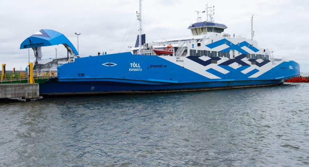 Паром с президентом Эстонии на борту врезался в причал
