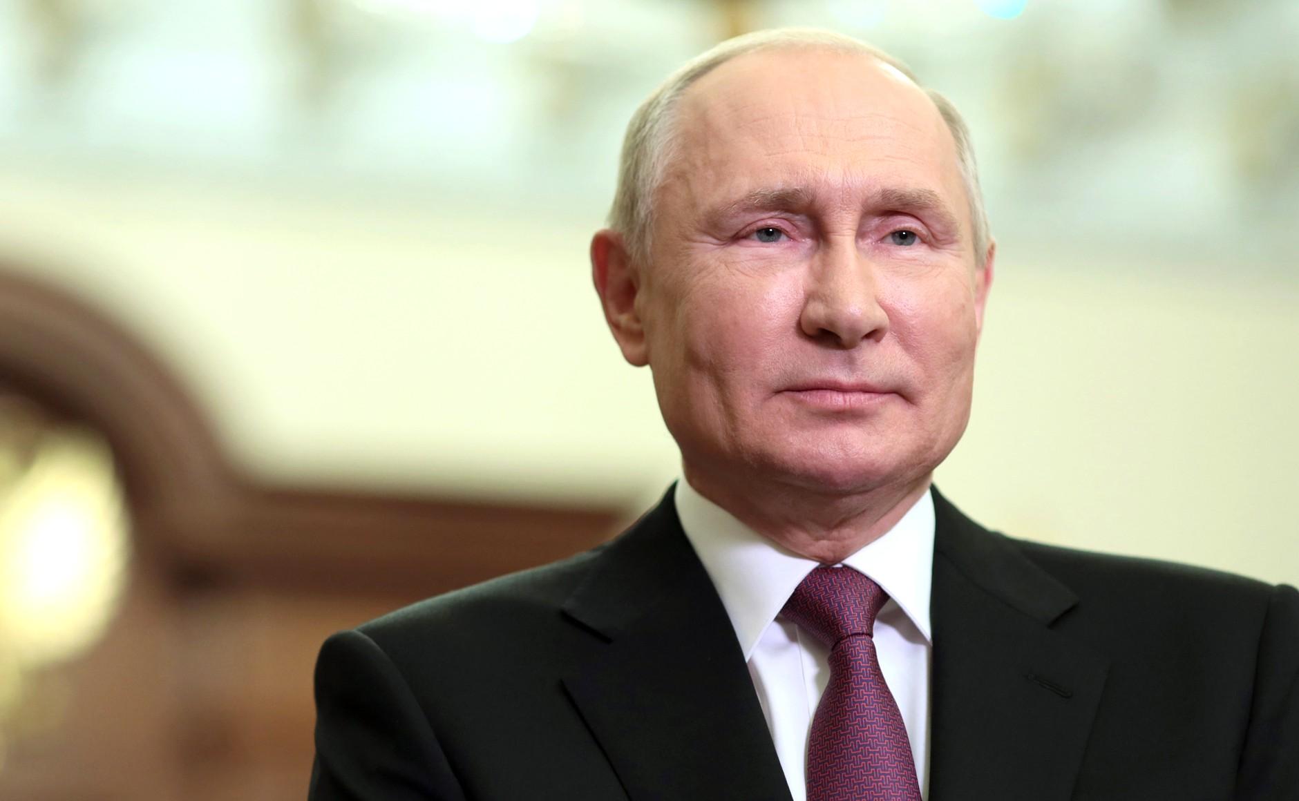 О новом сроке, доходах россиян, долларе и не только: Путин дал интервью телеканалу CNBC — главное