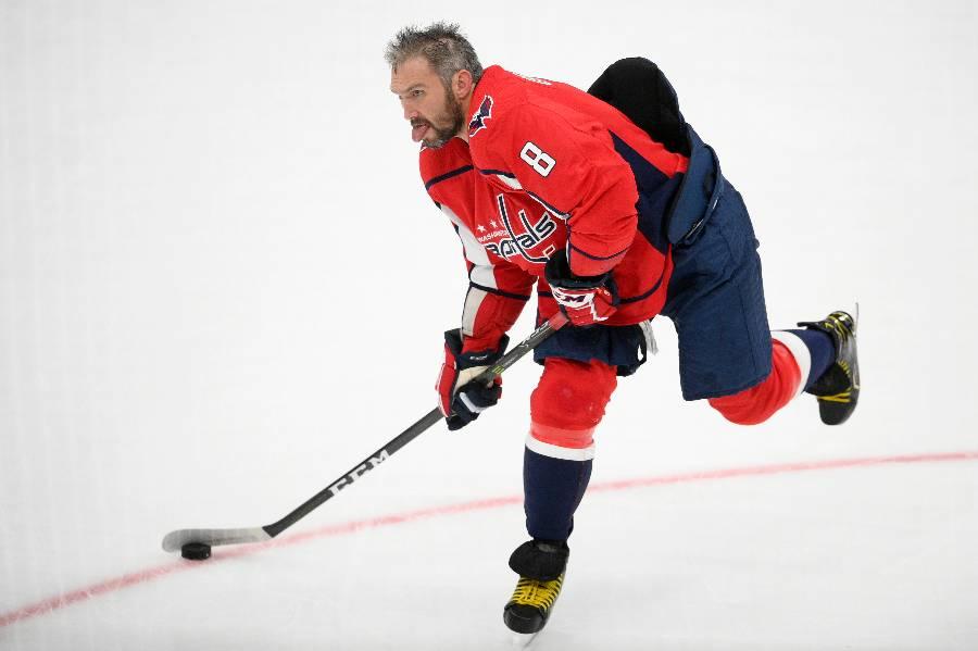 Овечкин пробился на пятое место в списке лучших снайперов НХЛ