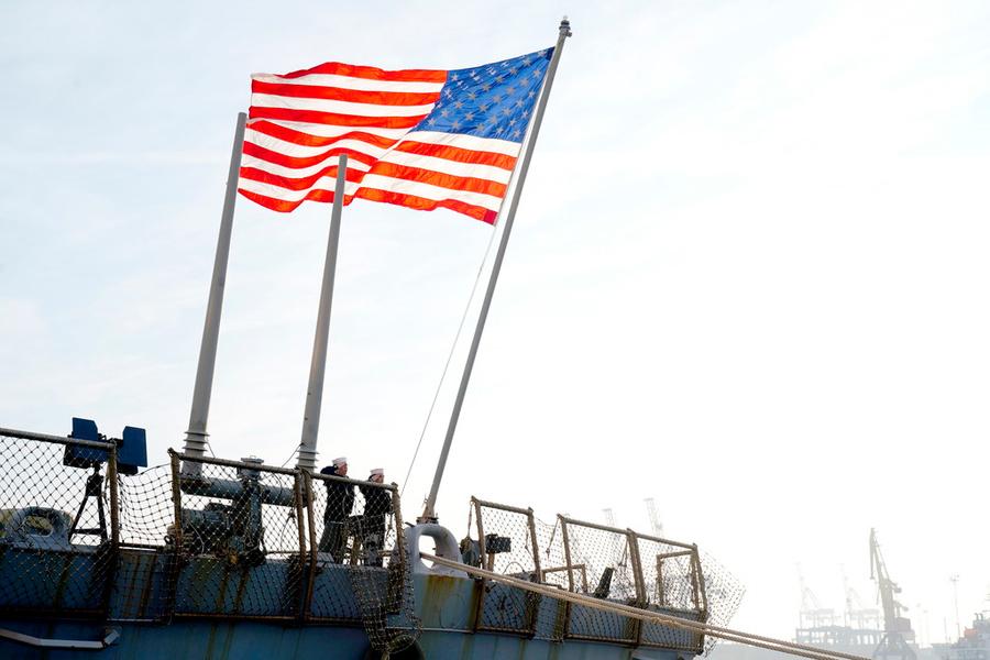 СМИ: США передумали отправлять два военных корабля в Чёрное море