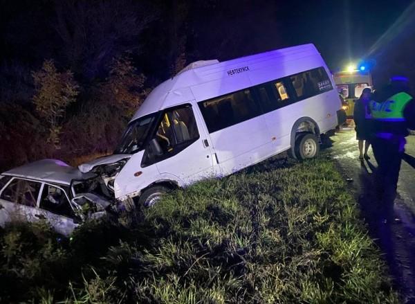 Междугородняя маршрутка попала в аварию на Ставрополье, есть жертвы